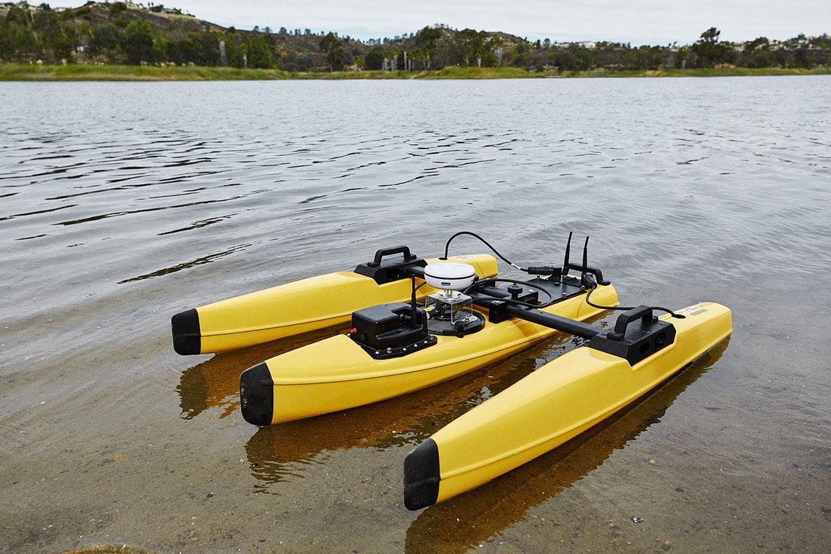 Z-Boat 1250 in water